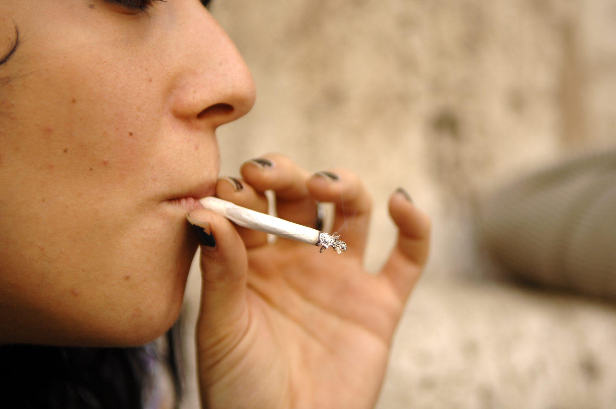 ragazza-che-fuma